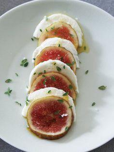 モッツァレッラの淡白な味がジューシーな果肉と好相性|『ELLE a table』はおしゃれで簡単なレシピが満載!