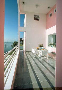 House of the week 04 / Pink House / Laurinda Spear & Bernardo Fort-Brescia