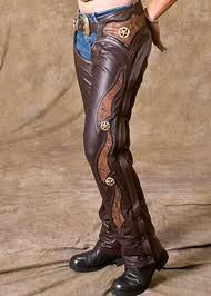 Motorradfahrer … – Hot Harley Davidson Merchandise – Source by Motorcycle Chaps, Motorcycle Leather, Motorcycle Outfit, Motorcycle Clothes, Motorcycle Garage, Cowgirl Chaps, Cowboy And Cowgirl, Sexy Cowgirl, Cowgirl Fashion
