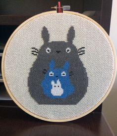 My Neighbor Totoro Studio Ghibli cross stitch pattern de FinneganAndFox en Etsy https://www.etsy.com/es/listing/500598685/my-neighbor-totoro-studio-ghibli-cross