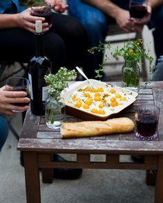 Gebackene Kirschtomate, Ziegenkäse & Ricotta Dip: einfach und lecker kitschig, heißes Bad Vorspeise    @whiteonrice   whiteonricecouple.com