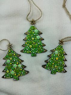 Image of Christmas Tree Ornaments- Dot Art Christmas ornaments. Set of Different Designs and colors. Christmas Tree Painting, Painted Christmas Ornaments, Cool Christmas Trees, Christmas Ornament Sets, Christmas Tree Themes, Green Christmas, Christmas Art, Christmas Mandala, Homemade Ornaments