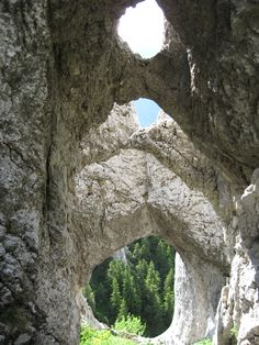 Limestone - Wikipedia - La Zaplaz formations in the Piatra Craiului Mountains, Romania. Beautiful Places To Visit, Wonderful Places, Places To See, Amazing Places, Visit Romania, Romania Travel, A Whole New World, Eastern Europe, Natural Wonders