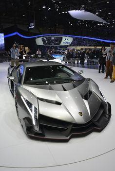 Lamborghini introduces the Veneno