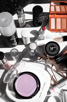 What's In My Makeup Bag: February - THIRTEEN THOUGHTS #makeup #beauty #makeupbag #springmakeup
