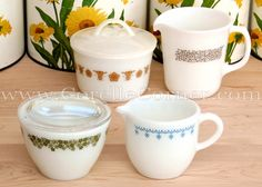 Pyrex creamers & sugar bowls, various patterns. Crazy Daisy / Spring Blossom, Butterfly Gold, Woodland, Snowflake. Green Blue Brown Yellow Vintage Pyrex Dishes, Vintage Kitchenware, Vintage Glassware, Glass Kitchen, Kitchen Items, Sugar Bowls, Tea Accessories, Spring Blossom, Food Containers