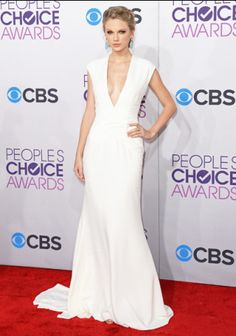 Taylor Swift on the red carpet at the 2013 People's Choice Awards in Los Angeles, California. January 9, 2013. | MTV Photo Gallery