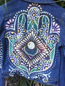 This fitted size medium denim jacket has my growth and protection Hamsa hand bleached and colored. The colors and highlights make this jacket look covered in jewels but it actually soft and comfortable. The colors i use blend into the fabric and look like watercolors. More measurements and pictures on request. Available for custom orders.