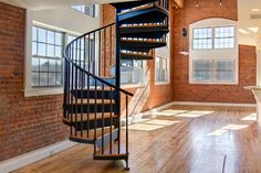 Building a Garage Loft Apartment - Salter Spiral Stai Spiral Staircase Kits, Modern Staircase, Staircase Design, Staircase Ideas, Building A Garage, Building Exterior, Building Homes, Garage Loft Apartment, Construction Garage