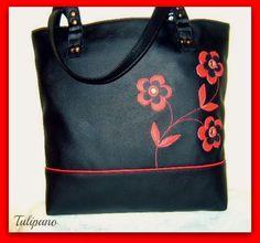Szaladgálós táska kisebben virágokkal piros-fekete Bags, Fashion, Handbags, Moda, Fashion Styles, Fashion Illustrations, Bag, Totes, Hand Bags