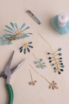 Nail Polish Flowers, Nail Polish Jewelry, Bullet Journal Mood Tracker Ideas, Hair Accessories Uk, Wire Flowers, Wire Crafts, Upcycled Crafts, Jewelry Making Tutorials, Wire Jewelry
