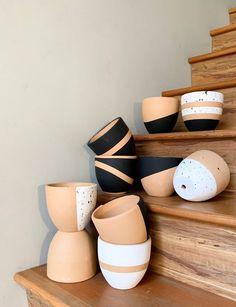 Pots D'argile, Pots For Plants, Potted Plants, House Plants, Paint Dipping, Painted Plant Pots, Painted Flower Pots, Diy Planters, Diy Painting