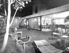 Terraza de una unidad, Conjucto de casas en Lomas de Chapultepec, México DF 1953 Arq. Enrique Olascoaga Pleigo Foto. Guillermo Zamora -  Terrace of a towhouse in Lomas de Chapultepec, Mexico City 1953