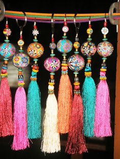 Aow Dusdee, Thailand - Fimo tassels- make beads with sculpy Diy Jewelry, Jewelry Making, Jewellery, Diy And Crafts, Arts And Crafts, Passementerie, Bijoux Diy, Tassels, Diy Tassel