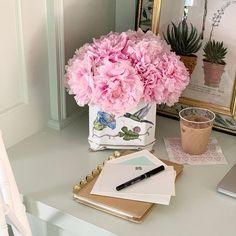 Lauren Fornes (@laurenfornes) • Instagram photos and videos Desk Set, Glass Vase, Photo And Video, Videos, Photos, Instagram, Home Decor, Pictures, Decoration Home