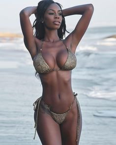 Beautiful Old Woman, Beautiful Women Pictures, Beautiful Black Women, Beautiful People, Hot Bikini, Bikini Girls, Fit Women, Sexy Women, Ebony Beauty