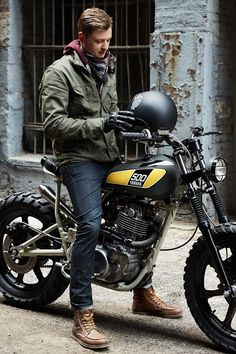 Upon his arrival in Florida, Canadian bike builder Shaun Brandt of Federal Moto quickly teamed up with Powder Monkees' Mike Muller customize a new daily ride. Gp Moto, Moto Cafe, Cafe Bike, Cafe Racer Bikes, Cafe Racer Motorcycle, Motorcycle Style, Motorcycle Travel, Moto Scrambler, Scrambler Custom