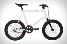 """In the city, neither a rugged dirt bike nor a classic racing bike is quite right: You need something compact—and stylish. In rolls """"Mia,"""" (Italian for """"mine,"""") a new city bike with flair from Martone Cycling Co. She's small and lithe, weighing Velo Design, Bicycle Design, Cool Bicycles, Cool Bikes, Bmx, International Scout Ii, E Mobility, Cargo Bike, Bike Frame"""