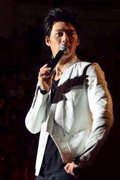 Korean Actor Hyun Bin in Songzio SS13 White Jacket