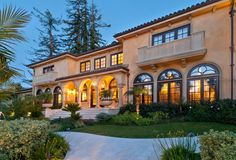 Some homes satisfy a desire for grandeur and splendor...a showcase for the spectacular in a look-don't touch manner that can make a home a wonderful backdrop for elegant affairs, but may be lacking when it comes to daily living.And some homes captivate with their ability to get