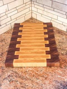 Mahogany and Ash End-Grain Cutting Board – SD Wood Designs Woodworking Outdoor Furniture, Small Woodworking Projects, Small Wood Projects, Woodworking Supplies, Popular Woodworking, Fine Woodworking, Woodworking Apron, Woodworking Workshop, Canadian Woodworking