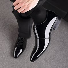 Men Microfiber Leather Slip Resistant Business Formal Dress Shoes is designed for the formal occasion, more high-quality men formal shoes are on sale. Formal Shoes For Men, Men Formal, Leather Slip Ons, Leather Shoes, Fashion Shoes, Mens Fashion, Latest Fashion, Street Fashion, Fashion Trends