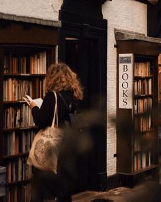 Image about girl in Books / Bibliophile 📚📖 by Brown Aesthetic, Autumn Aesthetic, Aesthetic Grunge, Harry Potter Aesthetic, Book Photography, Bibliophile, Aesthetic Pictures, Belle Photo, Book Lovers