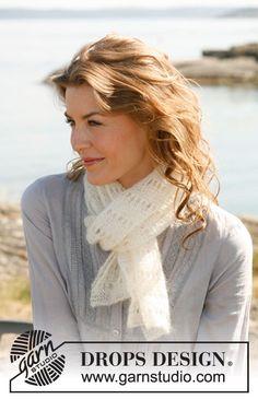 Gebreide DROPS sjaal in ribbelst met gaatjes van Kid-Silk.    Gratis patronen van DROPS Design.