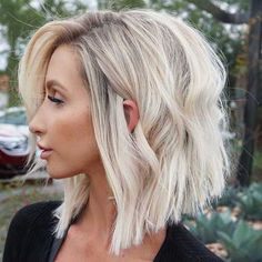 Golden Blonde Balayage for Straight Hair - Honey Blonde Hair Inspiration - The Trending Hairstyle Honey Blonde Hair, Balayage Hair Blonde, Ombre Hair, Blonde Short Hair, Lob Haircut, Lob Hairstyle, Pelo Bob, Corte Y Color, Hair Inspiration