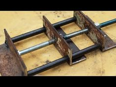 How to make a device for a workshop Woodworking Vise, Woodworking Projects, Drill Press Clamp, Portable Workbench, Diy Welding, Wall Decor Stickers, Homemade Tools, Wood Tools, Wood Crafts