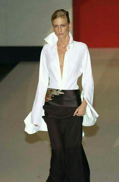 Gianfranco Ferré at Milan Fashion Week Spring 2003 - Runway Photos Fashion Week, Look Fashion, Fashion Outfits, Womens Fashion, Fashion Design, Party Fashion, Milan Fashion, College Fashion, Fashion 2018
