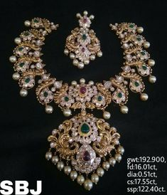 36 Ideas wedding elegant green place settings for 2019 India Jewelry, Gold Jewelry, Jewelery, Jewelry Design Earrings, Necklace Designs, Pearl And Diamond Necklace, Diamond Necklaces, Gold Necklaces, Gold Chain Design