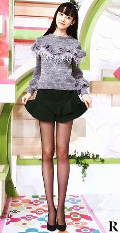 Black tights and stockings. Asian Fashion, Girl Fashion, Fashion Outfits, Womens Fashion, Pantyhose Outfits, Nylons And Pantyhose, Cute Girls, Girls In Mini Skirts, Socks
