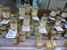 Lavender, chestnut, acacia, rosemary and more. An amazing selection of local honey - Forcalquier market