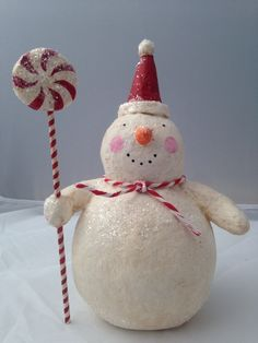 Love this guy! Christmas Ornament Crafts, Snowman Crafts, Christmas Paper, Christmas Snowman, Christmas Decorations To Make, Winter Christmas, All Things Christmas, Holiday Crafts, Vintage Christmas