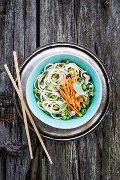 noodles con erbette, funghi, piselli e carote ©Silvia Censi