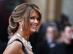 Model Kathy Ireland, one of the hosts of the red carpet portion of the Oscars telecast, poses for photographers at the 82nd Academy Awards in Hollywood March 7, 2010.   REUTERS/Lucas Jackson