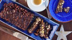 Herkullinen suklaatanko sulattaa pahimman makean nälän. Pähkinät ja kuivahedelmät tekevät siitä tuhtia syötävää.