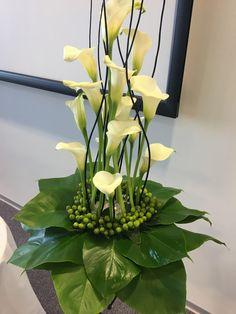 Ikebana Arrangements, Funeral Floral Arrangements, Tropical Floral Arrangements, Ikebana Flower Arrangement, Church Flower Arrangements, Flower Centerpieces, Contemporary Flower Arrangements, Creative Flower Arrangements, Beautiful Flower Arrangements