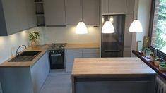 Giorgio&Mariani - meble na wymiar | Szara kuchnia White Kitchen Interior, Modern Interior, Table, New Homes, Ceiling Lights, Kitchen Inspiration, Kitchen Ideas, Furniture, Asia