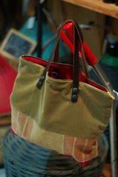le lady bag au détail rouge : Sacs à main par sac-il-me-ressemble