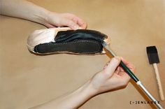 Need to dye a pair of pointe shoes? Check out this great how-to by Dharma Trading: