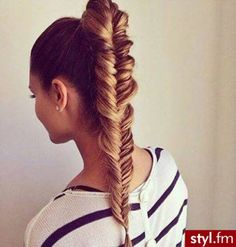 We love the look of fishtail braids! The braided hairstyles are timeless and can always make you look youthful and chic. The fishtail braid, also known as the Fishtail Braid Hairstyles, Fishtail Ponytail, Ponytail Haircut, Beyonce Ponytail, Plait Hair, High Ponytails, Natural Hair Styles, Long Hair Styles, Braid Hairstyles