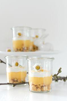 Zitronentarte im Glas für die Ostertafel