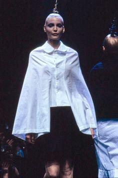 Comme des Garçons Fall 1995 Ready-to-Wear Fashion Show - Nadja Auermann