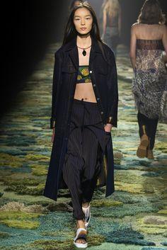 Dries Van Noten Spring 2015 Ready-to-Wear Fashion Show - Fei Fei Sun (Elite)