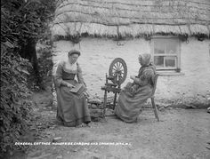 Donegal cottage (National Library of Ireland) Old Pictures, Old Photos, Vintage Pictures, Donegal Cottages, Old Irish, Irish People, Love Ireland, Irish Culture, Irish Cottage