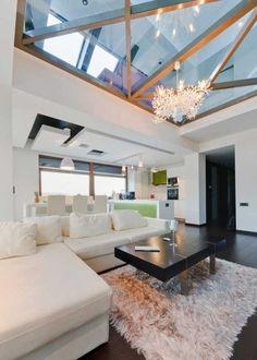 verrier de toit pour le salon baroque canapé blanc Lanterns, Ceiling Lights, Living Room, Lighting, Extensions, Home Decor, Tall Ceilings, Home Ideas, White Couches