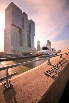Het schip de Aida Mar in Rotterdam Rotterdam Architecture, Amazing Architecture, Rotterdam Skyline, Cruise Port, World Cities, Eindhoven, Worlds Of Fun, Beautiful Places, Building