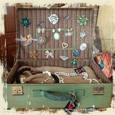 Vintage suitcase jewlry box